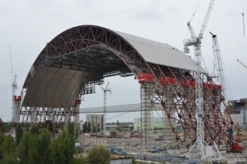 Sacròfag under construction to cover the 3 and 4 reactors of the Chernobyl nuclear power plant.